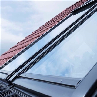VELUX 1140mm x 1180mm White Poly Finish Centre Pivot Roof Window --60 Pane  GGU SK06 0060R