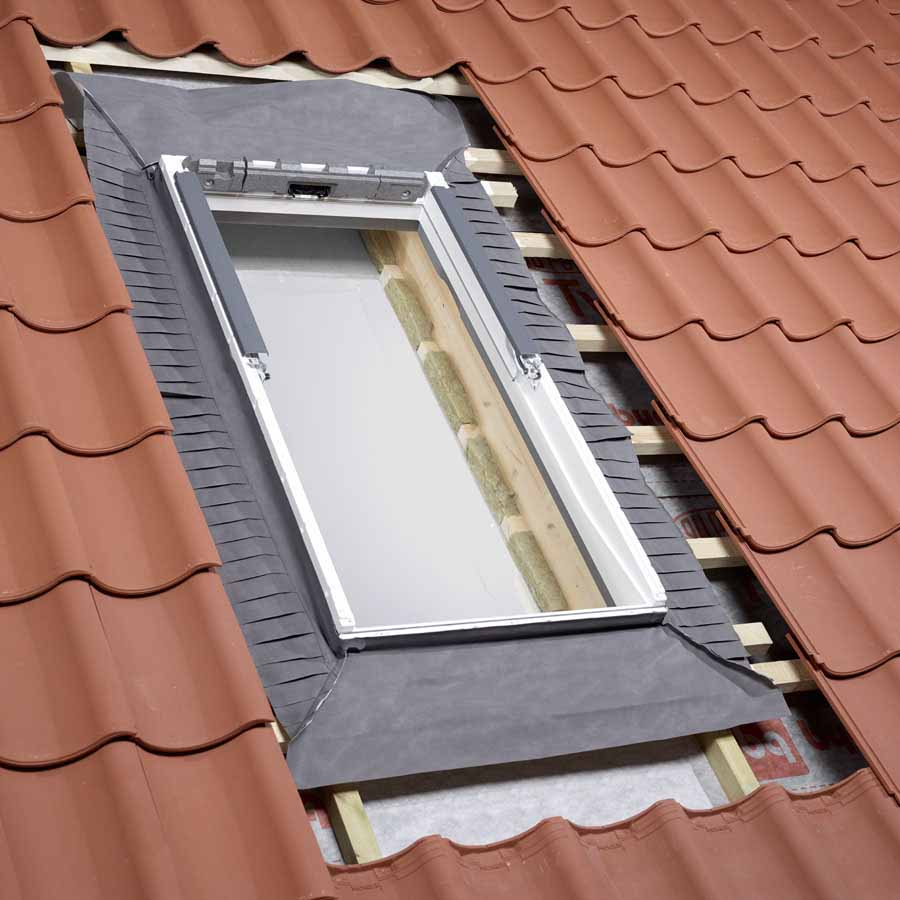 store velux uk04 cheap velux ggl uk white centre pivot window laminated cm x cm with store. Black Bedroom Furniture Sets. Home Design Ideas