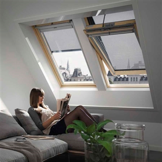 VELUX 940mm x 1600mm Pine Finish Centre Pivot Roof Window Integra Electric --66 Pane  GGL PK10 306621U