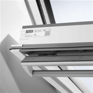 VELUX 1340mm x 1400mm White Poly Finish Centre Pivot Roof Window --60 Pane  GGU UK08 0060R