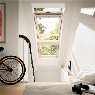 VELUX 1340mm x 1400mm Integra Electric White Painted Finish Centre Pivot Roof Window --60 Pane  GGL UK08 2060R21U